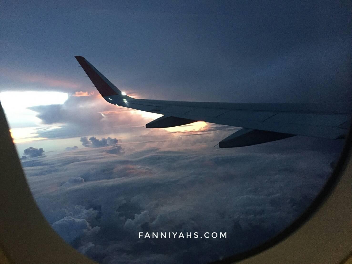 pesawat-airaisa-airlines-sunrise