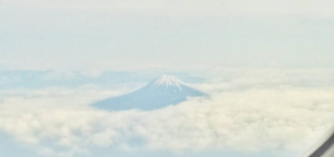 pengalaman-backpacker-ke-jepang-fuji-mountain-ana-airlines